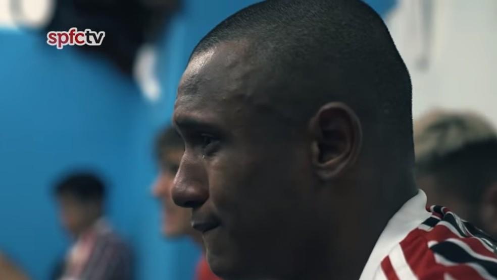 Marquinhos, do São Paulo, chora no vestiário após gol — Foto: Reprodução