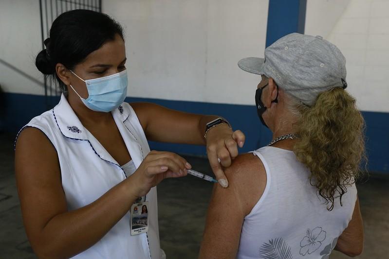 Bertioga e Guarujá iniciam a vacinação contra Covid-19 em idosos de 67 anos nesta quarta