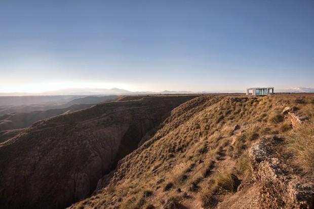Casa de vidro de 20 m² bloqueia o calor no deserto (Foto: Divulgação)