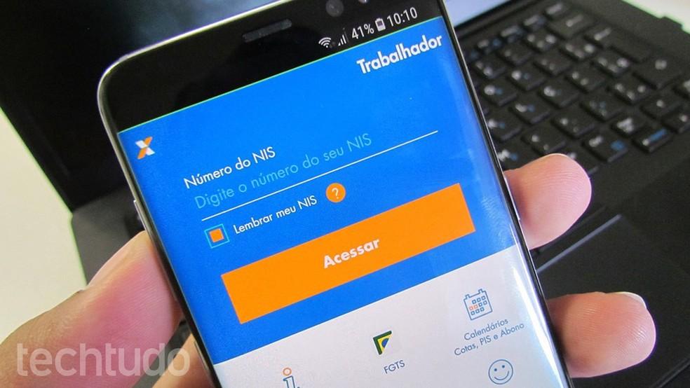 App Caixa Trabalhador mostra o saldo do PIS no celular — Foto: Paulo Alves/TechTudo