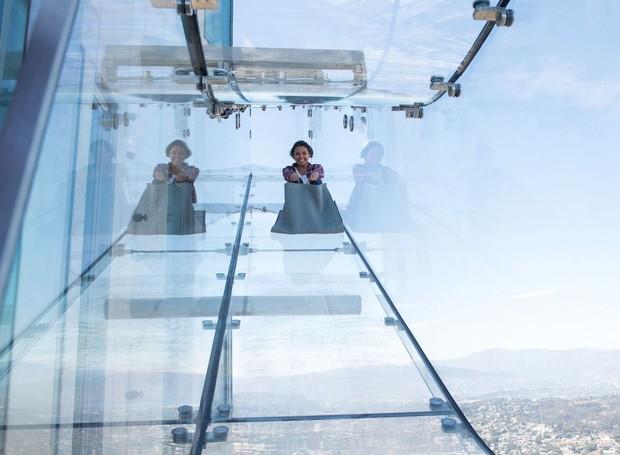 DIVERSÃO | O escorregador é direcionado para todas as idades  (Foto: OUE Skyspace LA/ Reprodução)