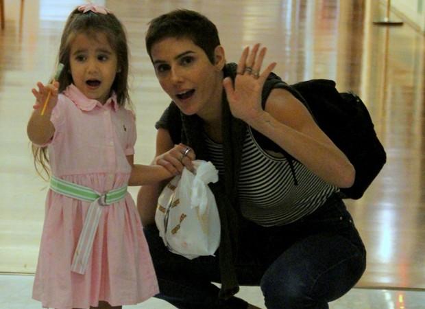 Deborah Secco e a filha, Maria Flor (Foto: AgNews)