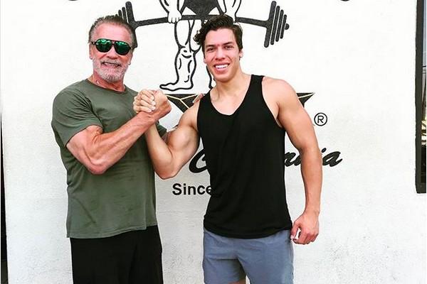 O ator Arnold Schwarzenegger com o filho de 21 anos, Joseph Baena (Foto: Instagram)