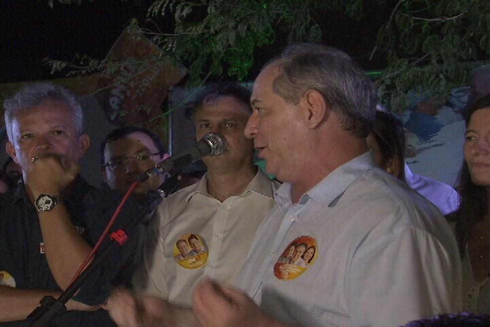 Ciro Gomes discursou em Fortaleza na noite deste sábado (18) (Foto: Reprodução/TV Verdes Mares)