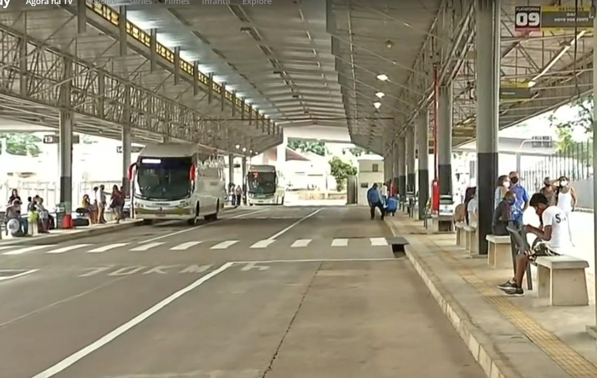Terminal suburbano de Rio Preto realiza embarque e desembarque de passageiros após incêndio em camelódromo