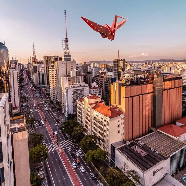 Avenida Paulista por @kallelgomes (foto) e origami do @origamiclubbr  (Foto: Reprodução/Instagram)