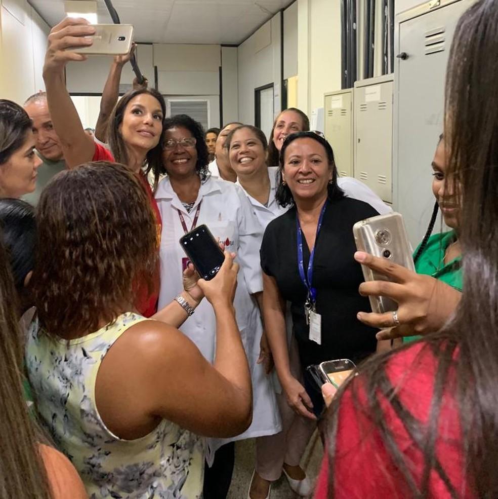 Ivete Sangalo movimentou Hemoba ao doar sangue em Salvador — Foto: Hemoba/ Divulgação