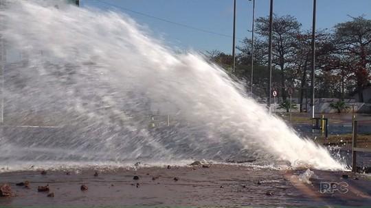 Pista da BR-376, em Maringá, é interditada devido a vazamento de água