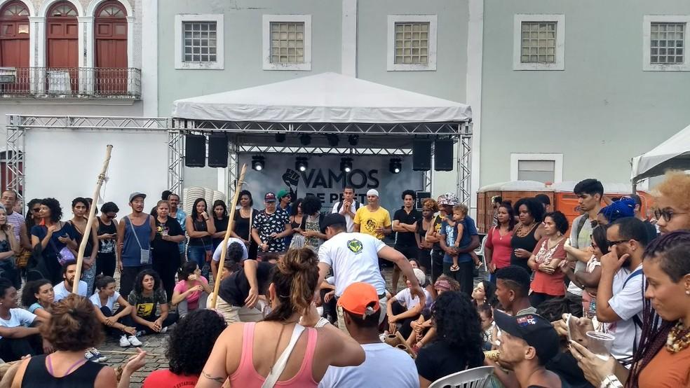 Rodas de capoeira foi um dos atrativos do ato na área central do Recife (Foto: Bruno Grubertt/TV Globo)