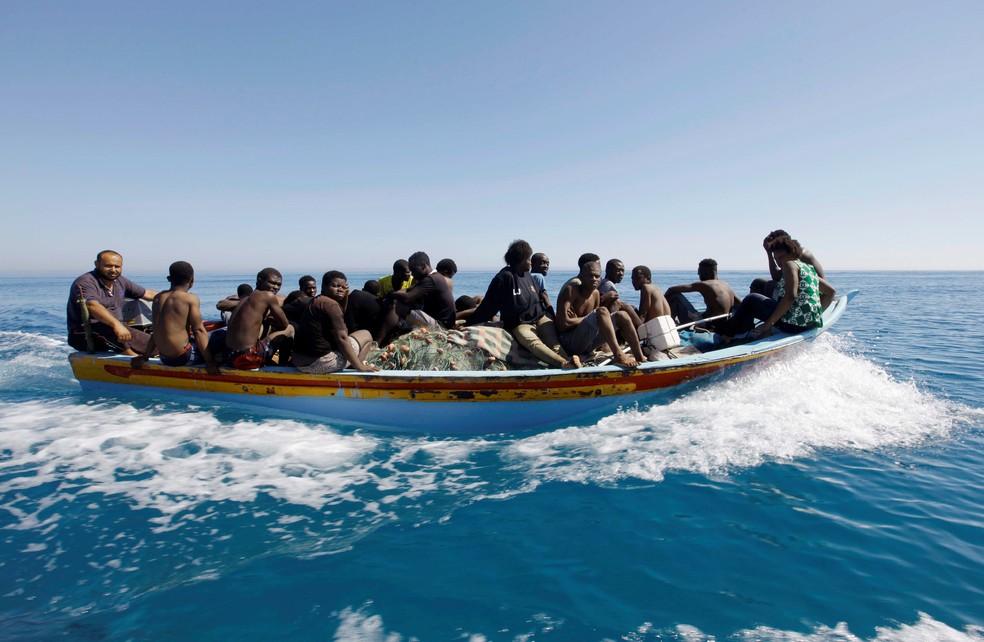 Migrantes no Mediterrâneo  (Foto: Reuters)