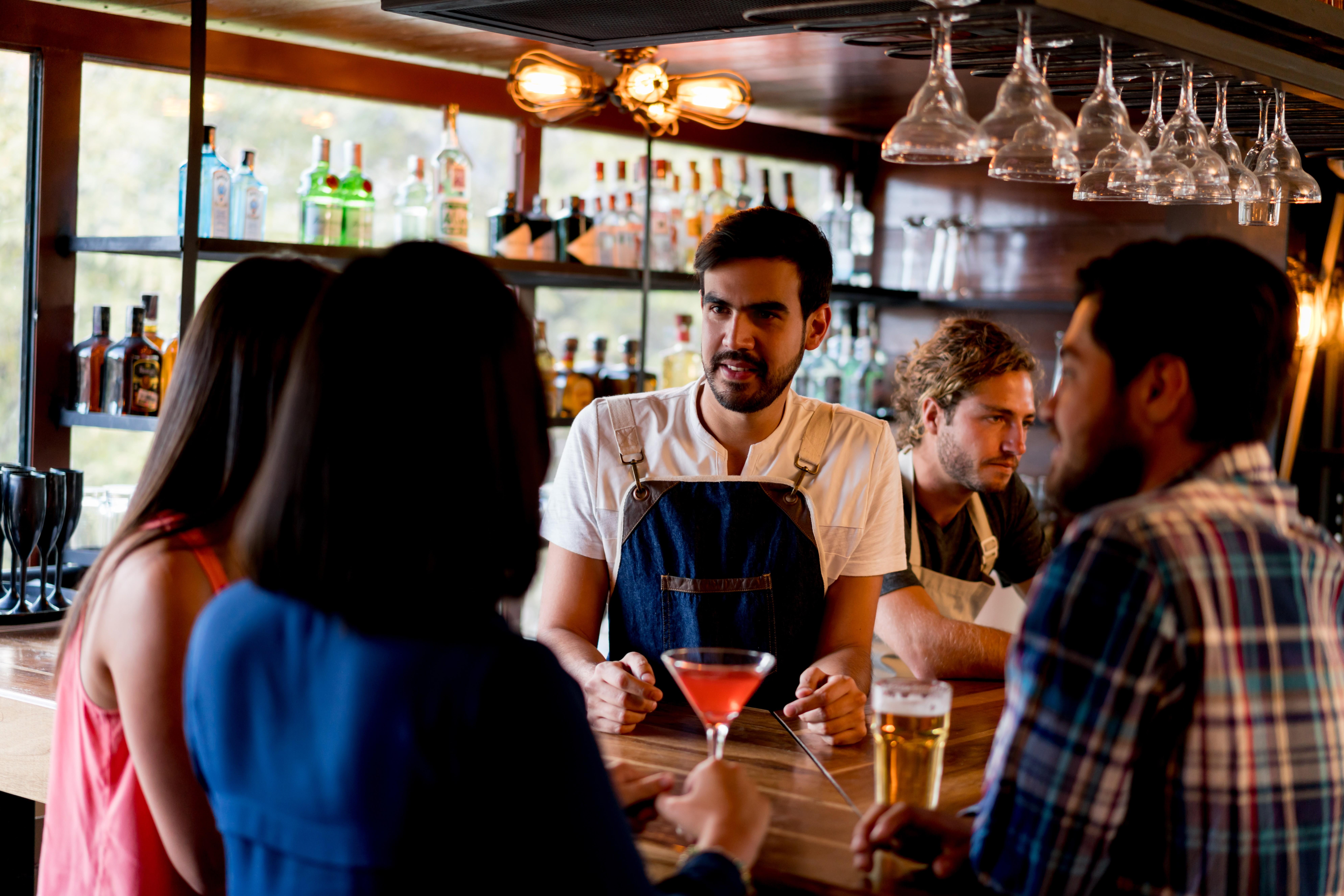 Parceria do Makro oferece cursos de gestão para bares e restaurantes (Foto: Getty Images)