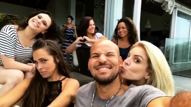 Reencontro das ex-Chiquititas Gisele Frade, Fernanda Souza, Francis Helena, Aretha Oliveira e Renata Del Bianco (Foto: Reprodução/Instagram)