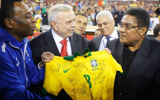 Pele Eusebio Jose Maria Marin Brasil x Portugal (Foto: Reuters)
