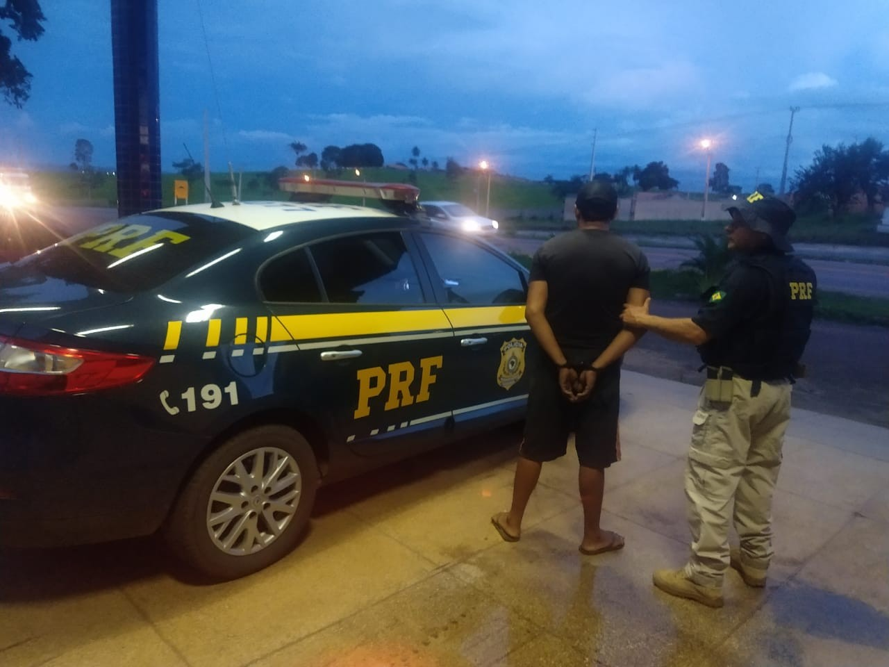 PRF prende motorista com mandado de prisão em aberto na BR-222 no MA