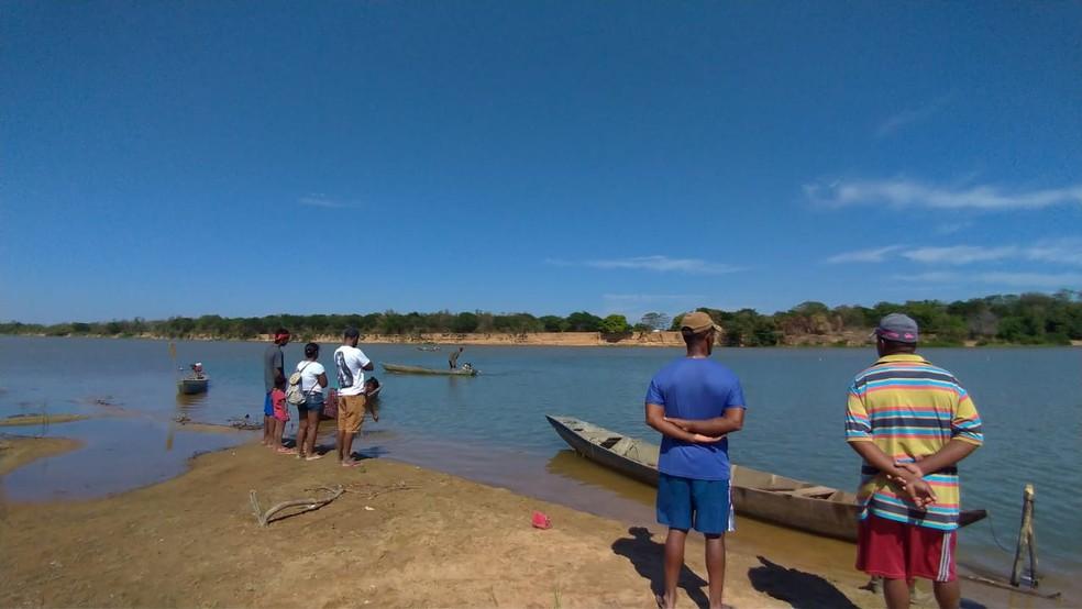 Segundo a Marinha, dois adultos e duas crianças desapareceram após mergulharem no Rio São Francisco, no oeste da Bahia.  — Foto: Bom Jesus da Lapa Notícias