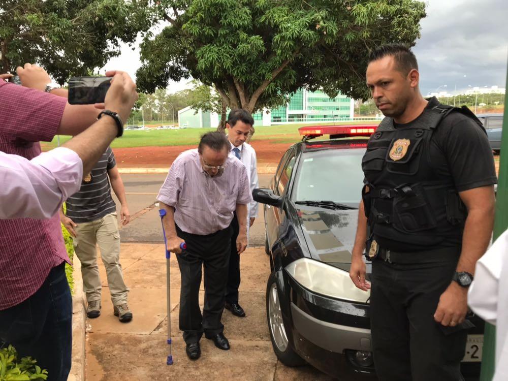 Deputado Paulo Maluf chega ao IML em Brasília para exames médicos (Foto: Alessandra Modzeleski)
