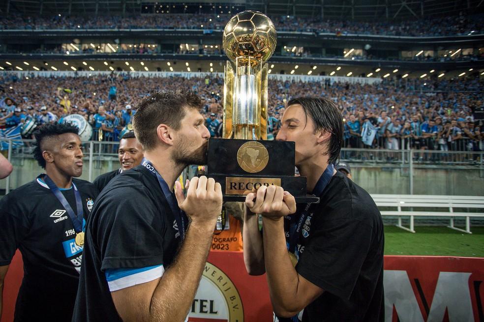 Kannemann e Geromel conquistaram quatro títulos juntos (Foto: Lucas Uebel / Grêmio, DVG)