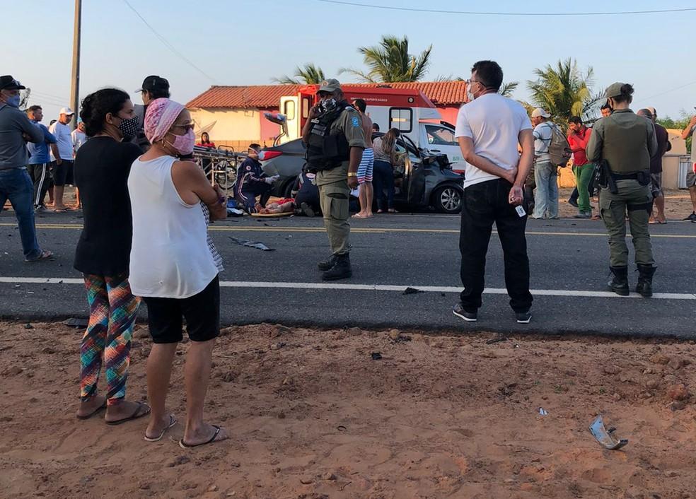 Acidente ocorreu na entrada da Praia do Arrombado — Foto: Tiago Mendes /TV Clube
