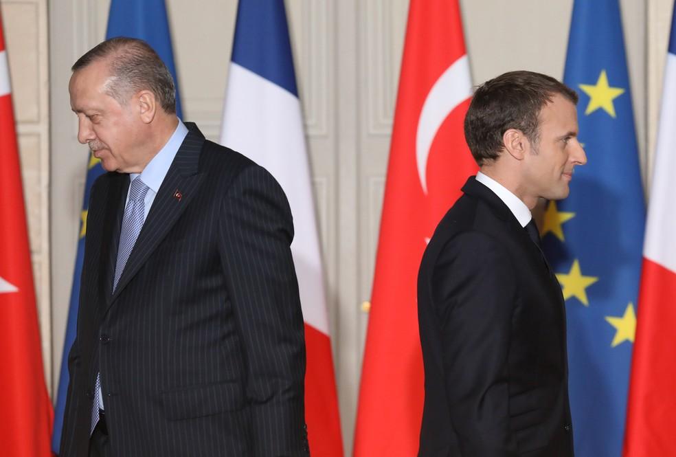 Presidente da Turquia, Recep Tayyip Erdogan, e presidente da França, Emmanuel Macron, em foto de janeiro de 2018 após encontro em Paris. Relação entre os dois líderes se deteriorou no último ano  — Foto: Ludovic Marin/AFP