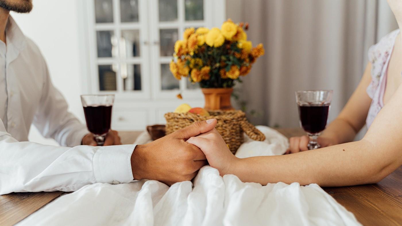 Jantar romântico em casa: aprenda receitas para uma refeição a dois especial