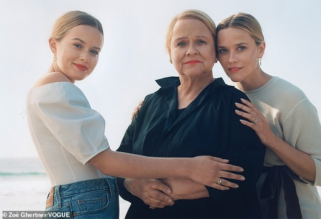 Ava, Betty e  Reese Witherspoon (Foto: Zoe Ghertner/Vogue)