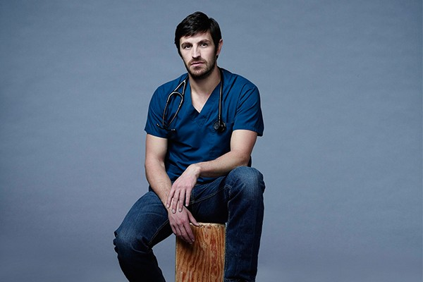Eoin Macken, como T.C. Callahan, personagem de 'The Night Shift' (Foto: Divulgação)