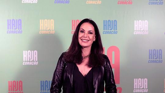 Carolina Ferraz brinca sobre maternidade depois dos 40: 'No mínimo sou animada'