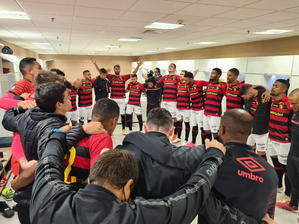 Time do Sport nos vestiários antes de duelo com Corinthians pela Série A