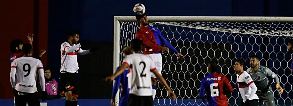 Único confronto direto na 36ª rodada, Atlético-GO x Paraná promete — Foto: Albari Rosa/Gazeta do Povo