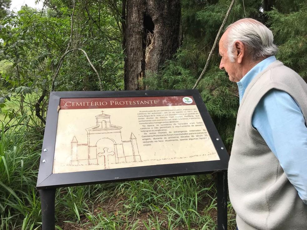 Para historiador, cemitério é exemplo de tolerância religiosa — Foto: Mayara Corrêa/G1