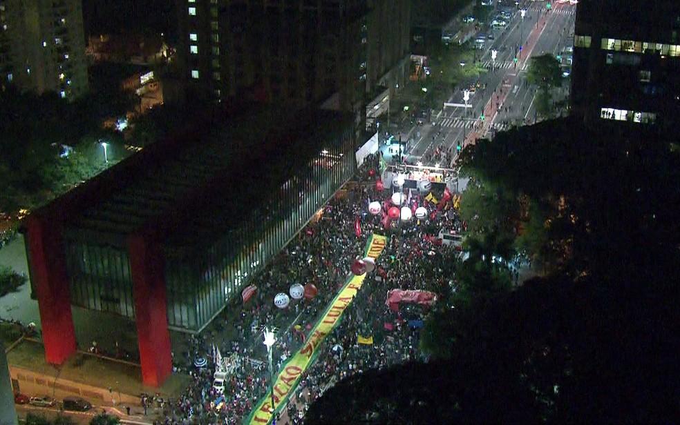 Manifestantes protestam contra o governo Temer na Paulista (Foto: Reprodução/TV Globo)