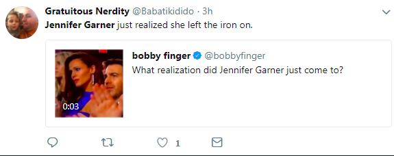 Um fã cogitando se Jennifer Garner teria acabado de lembrar que esqueceu o ferro ligado (Foto: Twitter)