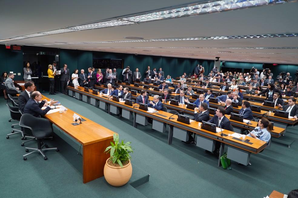 Sessão da Comissão Mista de Orçamento do Congresso nesta quarta-feira (5) — Foto: Pablo Valadares/Câmara dos Deputados