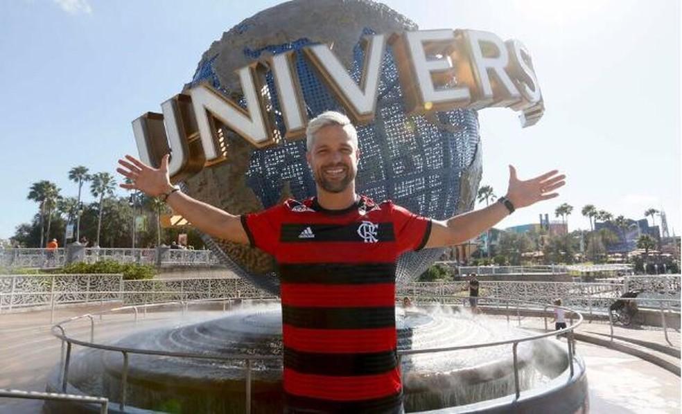 Diego posou com a camisa do Flamengo — Foto: Igor Castro/Florida Cup