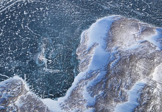 A NASA monitora a perda de gelo do Ártico com vôos de pesquisa sobre a Gronelândia e o Canadá (Foto:  Mario Tama/Getty Images)