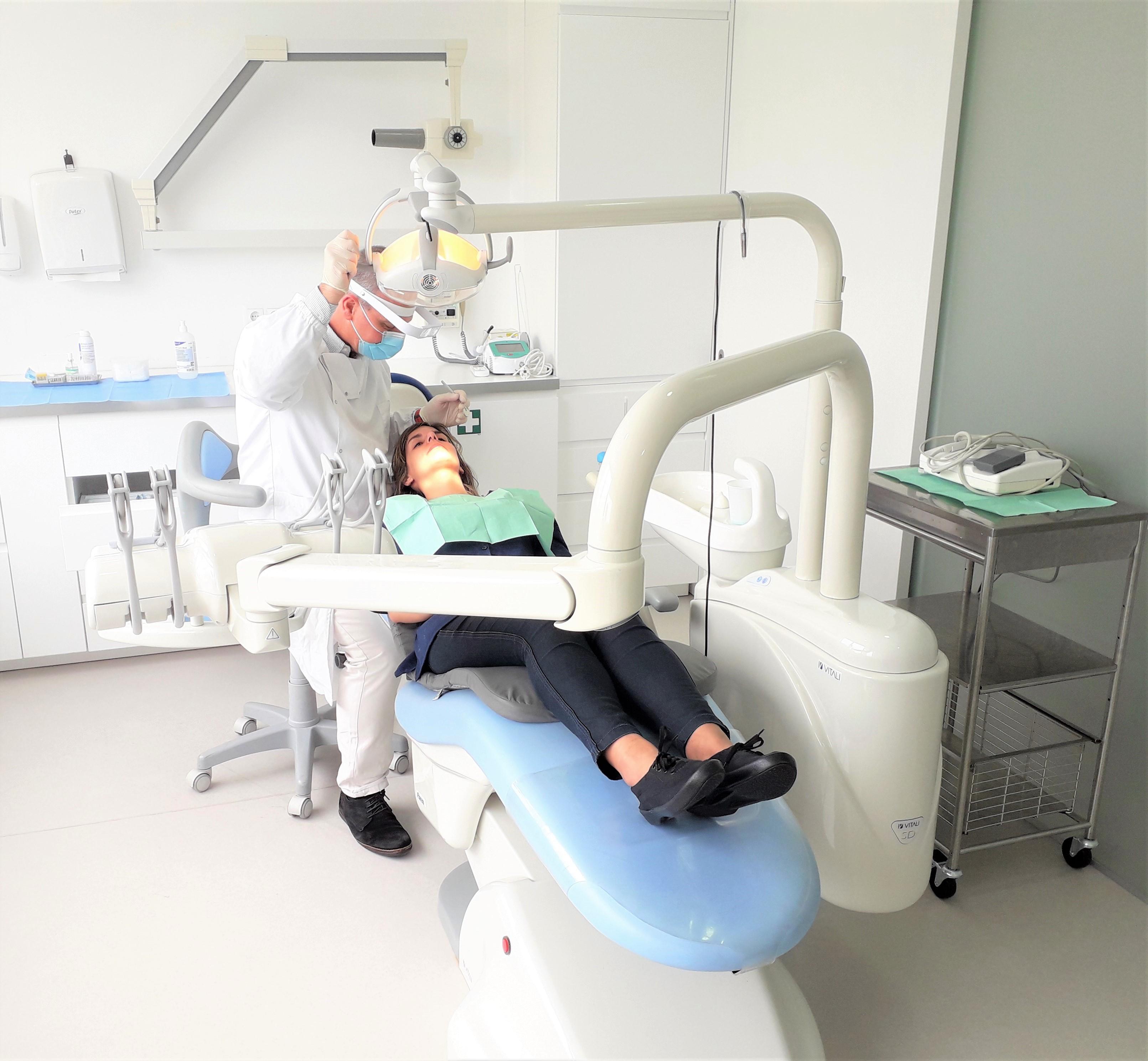 O dentista brasileiro José Pedro em foto de arquivo: trabalhou na África e está em Portugal
