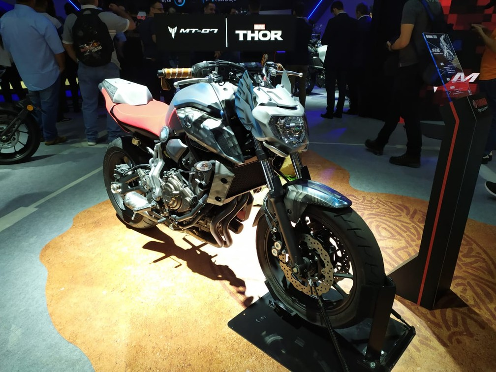 Yamaha MT-07 inspirada no herói da Marvel Thor — Foto: Guilherme Fontana/G1