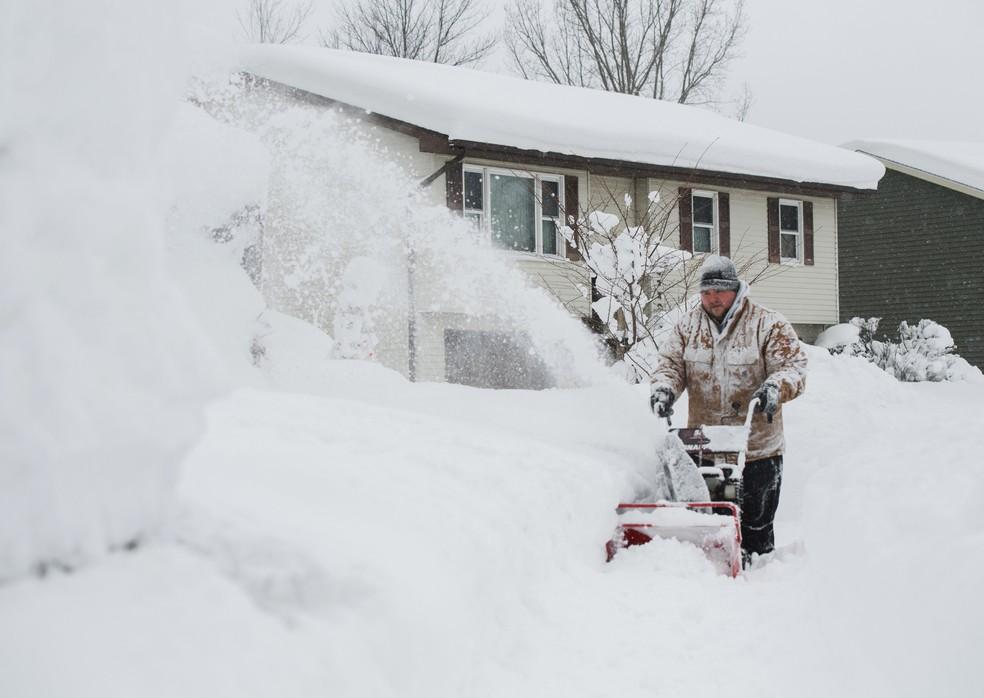 Neve causa transtornos na Pensilvânia, nos EUA. (Foto: REUTERS/Robert Frank)