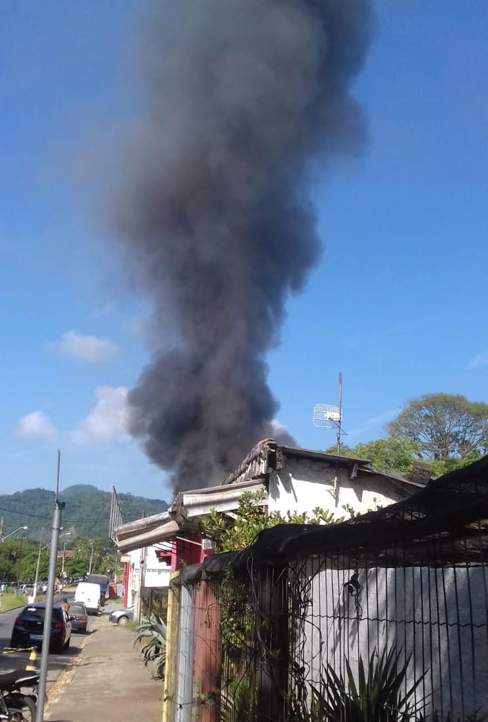 Caminhão de gás explode em Itariri, SP — Foto: G1 Santos