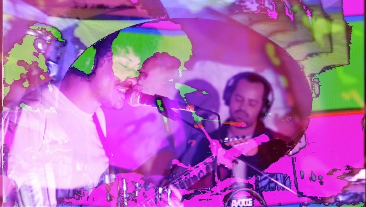 Banda Boogarins gera álbum, em LP e cassete, a partir de show inédito gravado em São Paulo   Blog do Mauro Ferreira