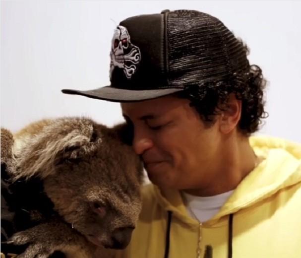 Bruno Mars e coala (Foto: Instagram/Reprodução)