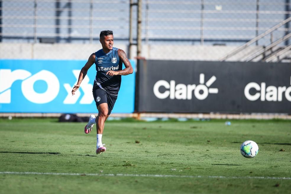 Everton demorou a voltar às condições físicas ideais por causa do vírus — Foto: Lucas Uebel/Grêmio