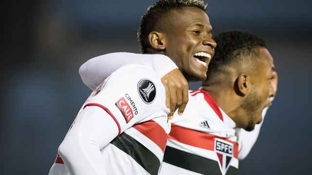 Orejuela comemora gol em Rentistas x São Paulo