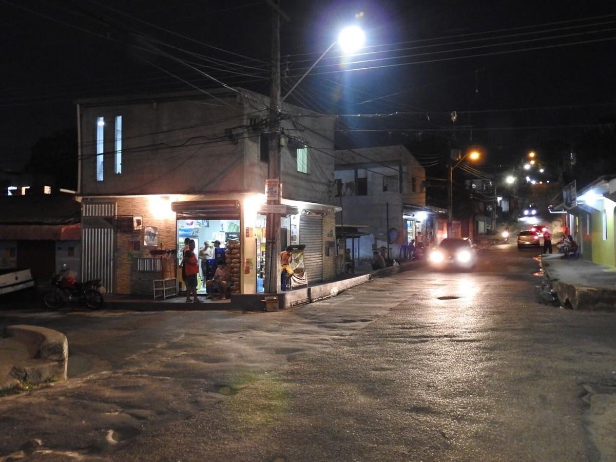 Homem morre após acidente entre carro e moto na Zona Oeste de Manaus