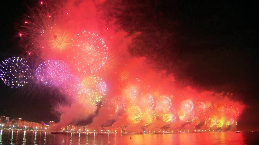 Queima de fogos em Copacabana (Foto: Reprodução)