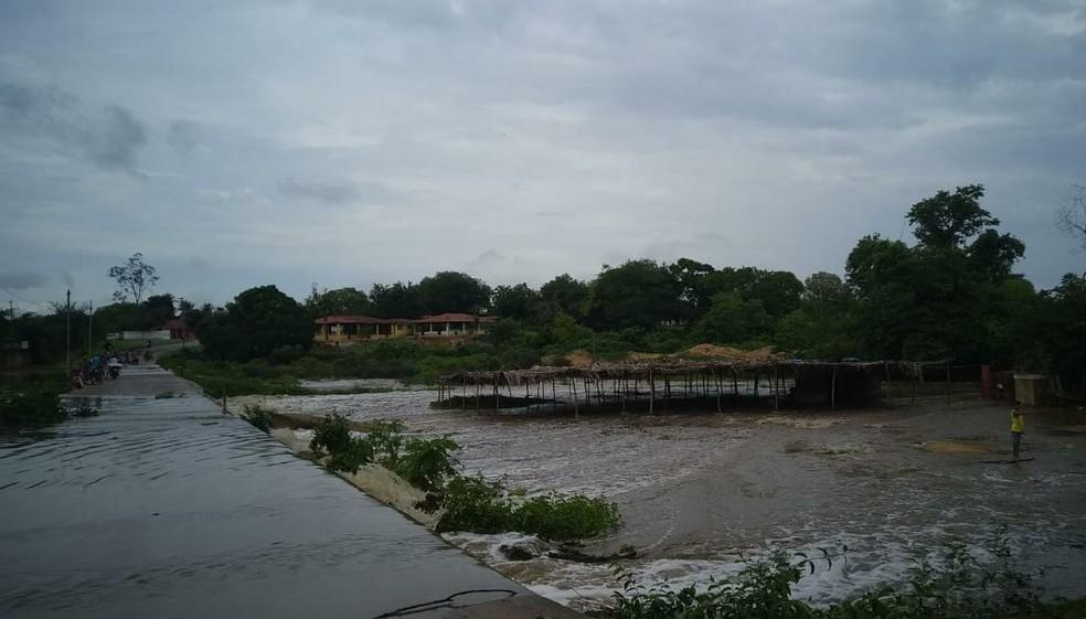 Rio Acaraú no distrito de Macaraú, em Santa Quitéria, no Ceará. — Foto: Blog Jocélio Leite