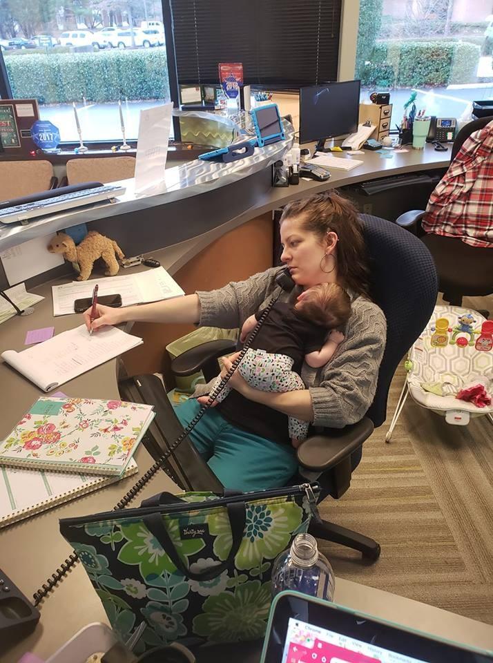 Melody Blackwell com a filha de três meses (Foto: Reprodução Facebook)