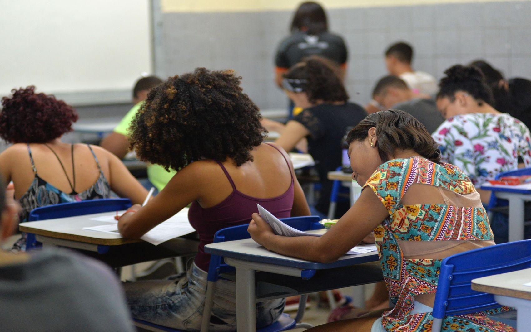 Cumprir competências da redação do Enem é essencial para obter boa pontuação, diz professora - Notícias - Plantão Diário