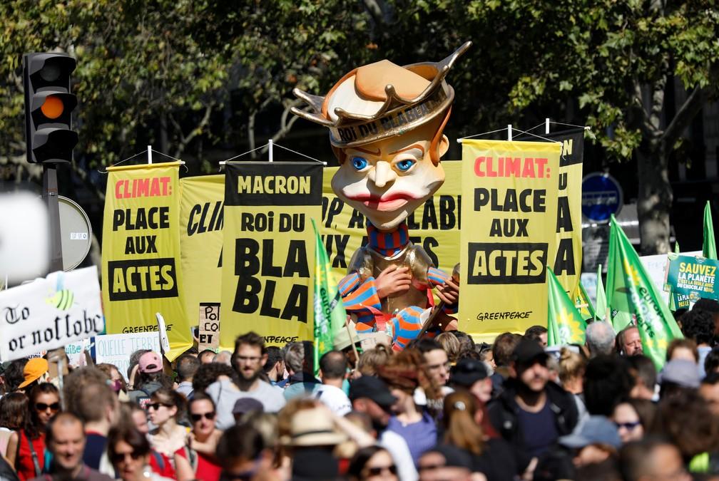Franceses protesto por ações mais efetivas contra as mudanças climáticas — Foto: Charles Platiau/Reuters
