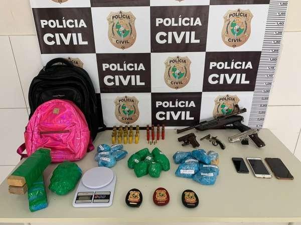 Casal é preso com quatro armas, drogas e munição escondidas em residência no interior do Ceará